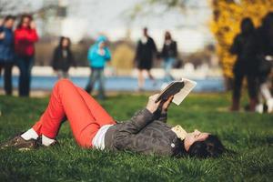 estudando e relaxando foto