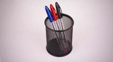 canetas coloridas em lápis foto