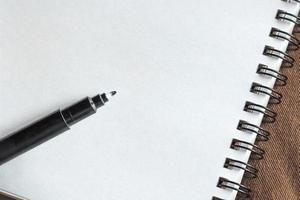 caneta em fundo de papel foto