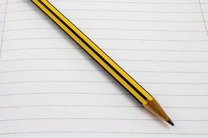 papel e lápis foto