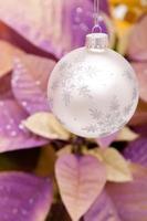 enfeite de natal de prata foto