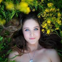 retrato de uma linda jovem foto