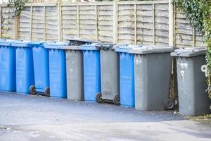 latas de lixo foto