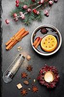 especiarias e vinho quente natal