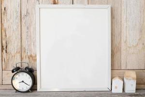 quadros e relógio foto