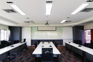 interior de um escritório contemporâneo com decoração moderna foto