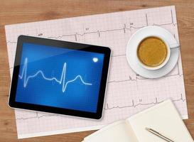 exame de eletrocardiograma foto