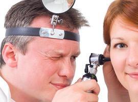 exame otorrinolaringológico foto