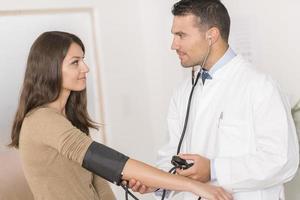 médico com paciente foto
