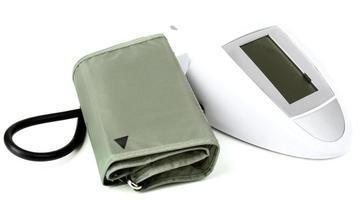 monitor de pressão arterial isolado no branco foto