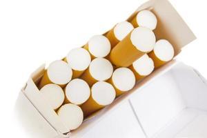 maço de cigarros foto