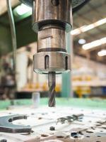 operador de usinagem de moldes e moldes para peças automotivas