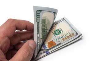 mão segurando $ 100 foto