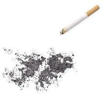cinzas em forma de ilhas falkland e um cigarro. (série) foto