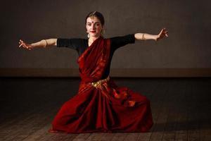 expoente da dança bharat natyam foto