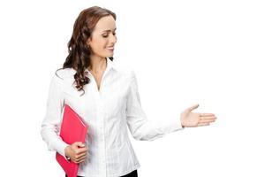 mulher de negócios jovem feliz, mostrando a área em branco para a copyspase