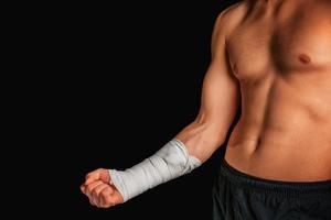 desportista com braço enfaixado