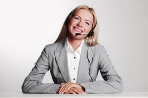 mulher de negócios em um fone de ouvido foto