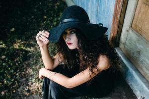 mulher vintage como bruxa foto