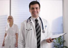médico e enfermeiro foto