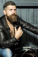 motociclista masculina atraente foto