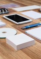 modelo de negócio de maquete em fundo de madeira foto