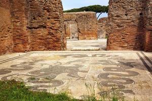 banhos romanos antigos netuno piso de mosaico ostia antica roma itália foto