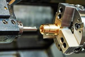 ferramenta de corte no trabalho de metal foto