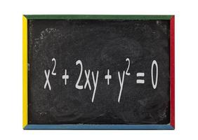 fórmula matemática escrita no quadro de ardósia foto