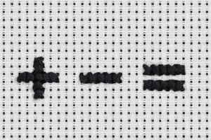 ponto de cruz - alfabeto e ícones: sinais matemáticos foto