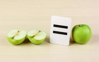 cartão da escola e apple com problemas de matemática foto