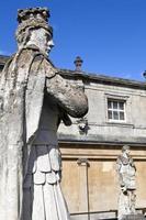 estátuas nos banhos romanos foto