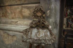 boneca de papel machê em lecce