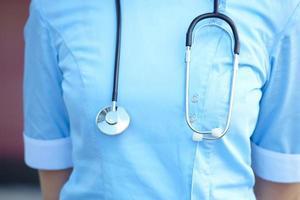 médico da mulher com estetoscópio foto