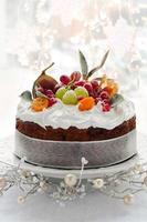 bolo de frutas de natal foto
