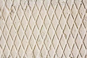 muro de concreto com padrão geométrico