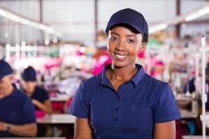 retrato de trabalhador africano têxtil closeup foto
