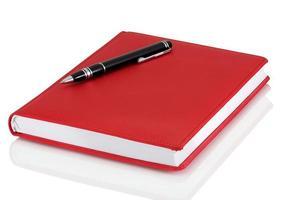 caderno e caneta de couro