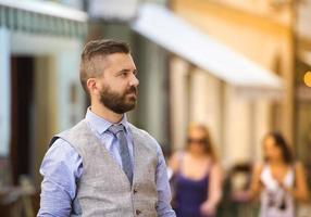 homem de negócios hipster na cidade foto