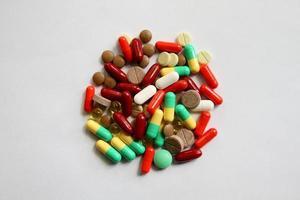 pílulas multicoloridas foto