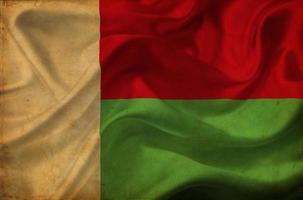 bandeira de ondulação de madagascar foto