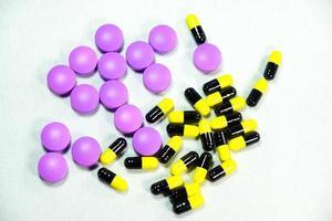 medicamentos coloridos foto