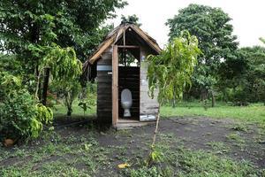 banheiro na selva foto