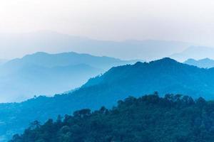 a selva no Parque Nacional Kaengkrachan, na Tailândia.