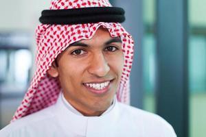trabalhador corporativo do Oriente Médio no escritório foto