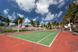 quadra de tênis ao ar livre foto
