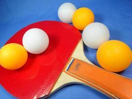 bola e taco de tênis de mesa foto