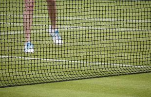 mulher jogando tênis foto