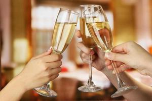 copos de champanhe espumante de festa corporativa foto