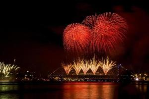 ano novo ponte fogos de artifício foto